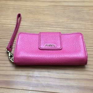 Fossil pink pebbled leather zippered Wristlet